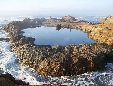 Tidal pool isolated from the waves of the Pacific Ocean by