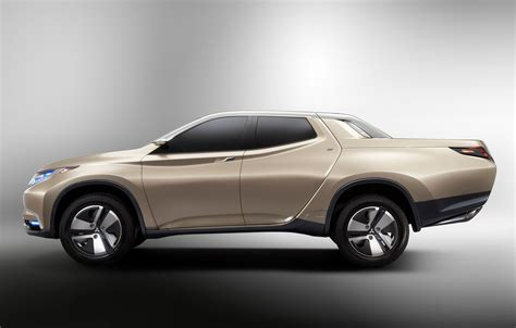 Mitsubishi Previews New L200 with Hybrid Pickup Concept